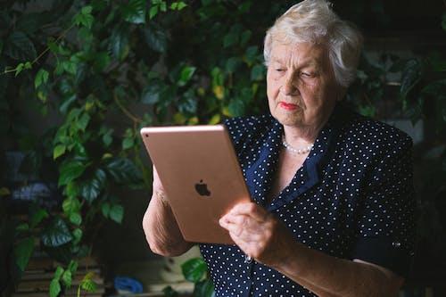 Immagine gratuita di andare in pensione, anziano, calma, capelli grigi