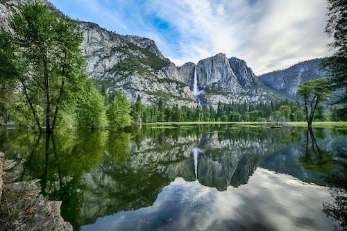 The Sierra Nevada Mountain in Yosemite National Park