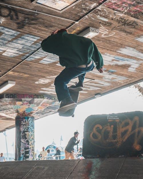 Бесплатное стоковое фото с skatebaord, активный отдых, баланс