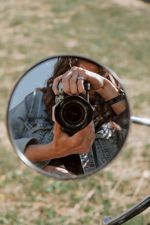 outdoor mirror selfie