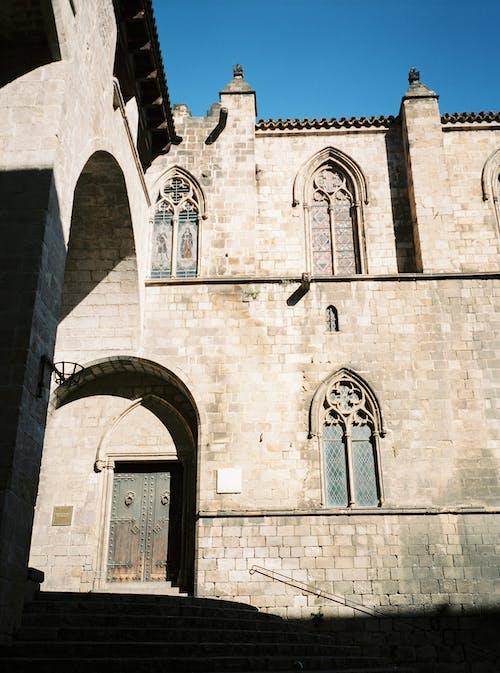 갈색 벽돌 건물