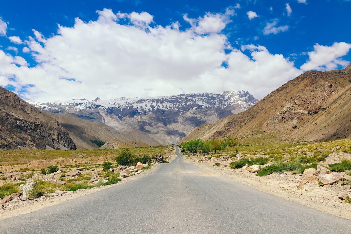 Δωρεάν στοκ φωτογραφιών με άσφαλτος, αυτοκινητόδρομος, βουνά