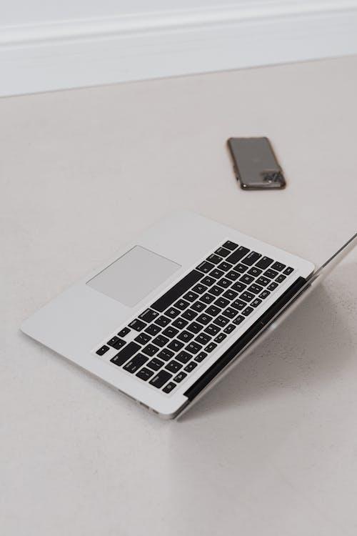 Gratis stockfoto met apparaat, apple, apple laptop