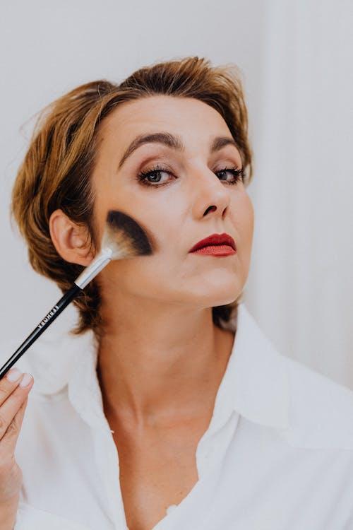 優雅, 光鮮亮麗, 化妆刷 的 免费素材图片