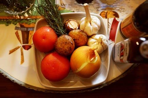 Kostnadsfri bild av bricka, keramisk platta, potatisar, tomater