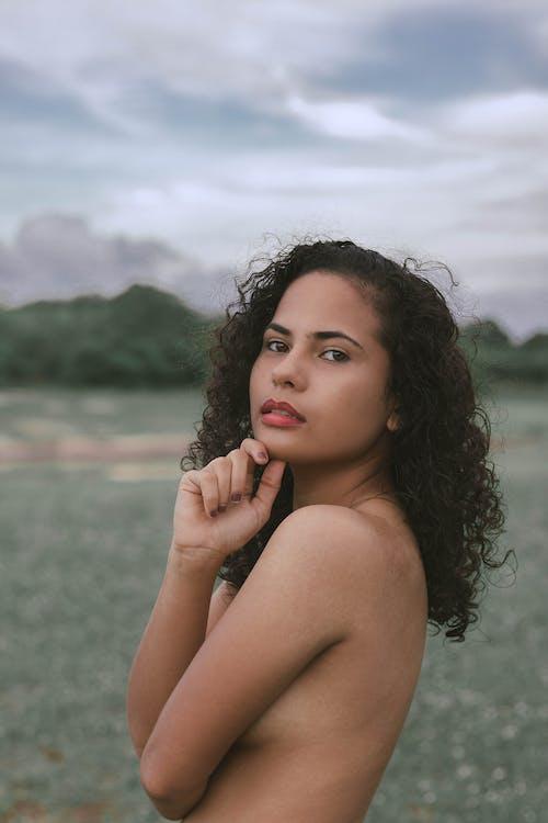 Darmowe zdjęcie z galerii z cielisty, dziewczyna, kobieta, ładny