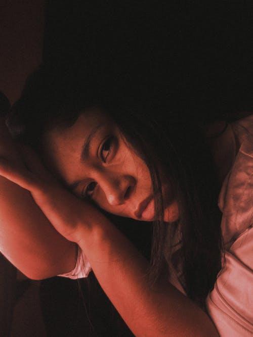 Základová fotografie zdarma na téma 20-25 letá žena, brunetka, cinemagraph, deprese
