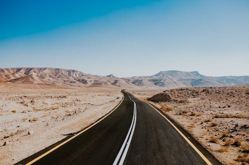 Foto d'estoc gratuïta de a l'aire lliure, àrid, asfalt