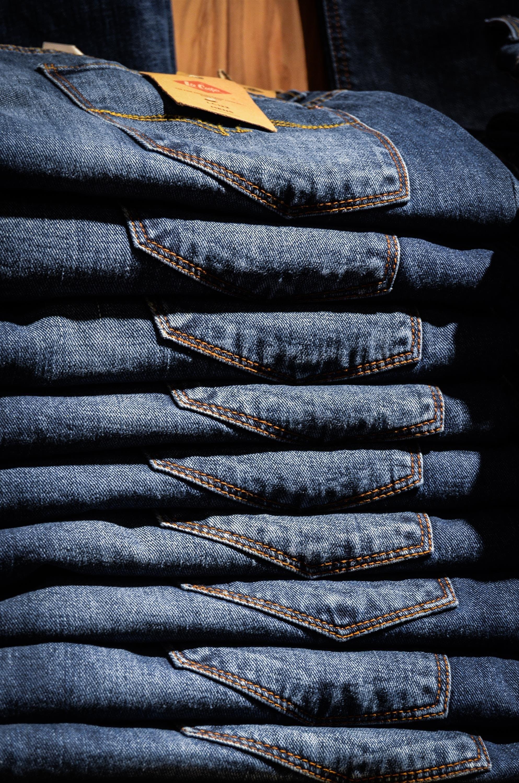 Gratis lagerfoto af blå, bukser, bunke, cowboybukser