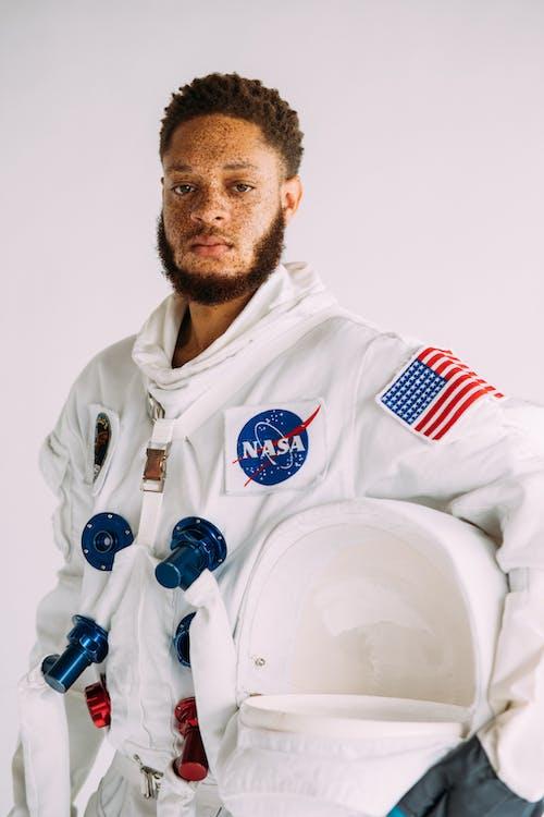 คลังภาพถ่ายฟรี ของ คน, ชายชาวแอฟริกันอเมริกัน, ชุดอวกาศ, ชุดแต่งกาย