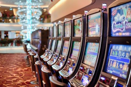 Gratis lagerfoto af afhængighed, held, kasino, spilleautomater