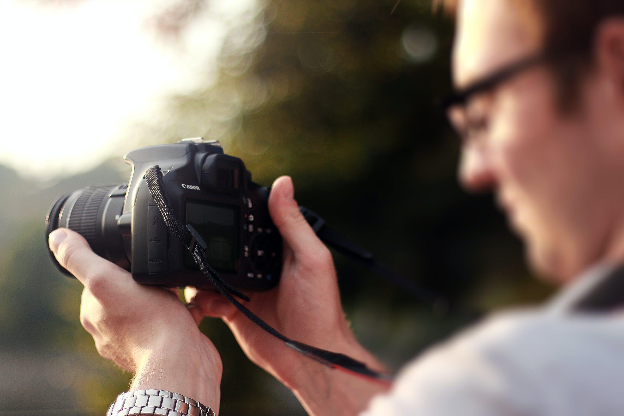 Безкоштовне стокове фото на тему «Canon, DSLR, камера, людина»