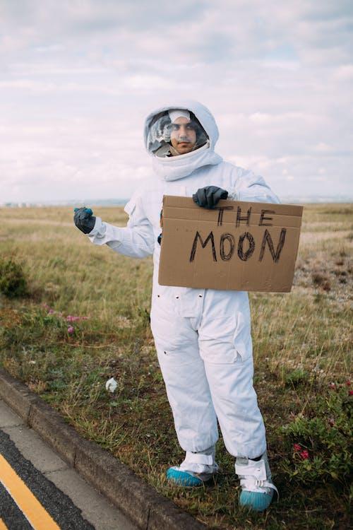 Astronauta Pedindo Carona