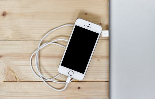 Darmowe zdjęcie z galerii z apple, biurko, iphone, kontakt
