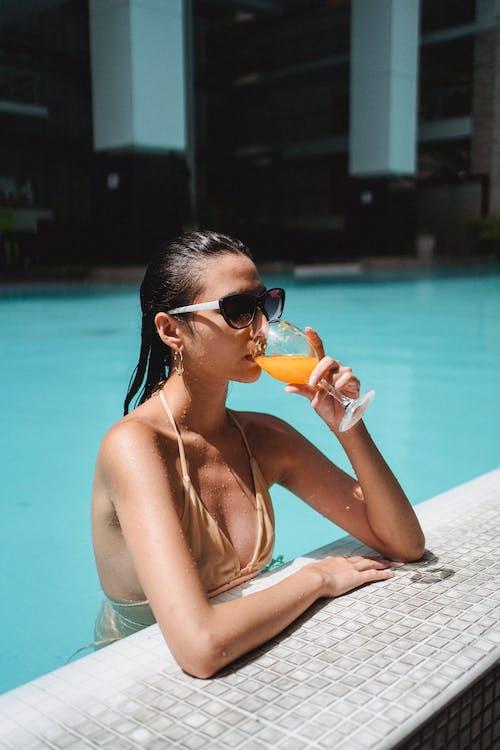 Бесплатное стоковое фото с активный отдых, апельсиновый сок, бассейн