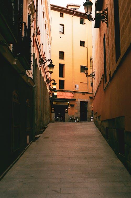 Бесплатное стоковое фото с 35 мм пленка, Аллея, архитектура