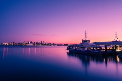 Immagine gratuita di acqua, alba, architettura, baia del mare