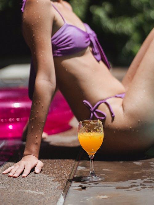 Foto profissional grátis de anel de natação, anônimo, ao lado da piscina, atualização