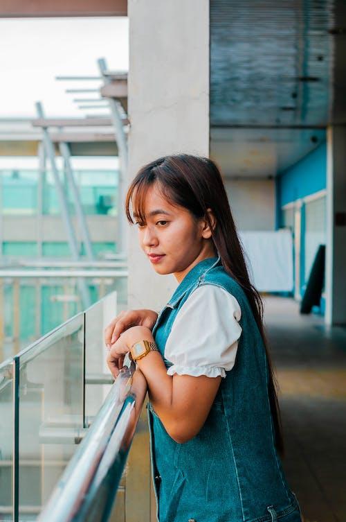 Gratis stockfoto met aantrekkelijk, Aziatische vrouw, balkon