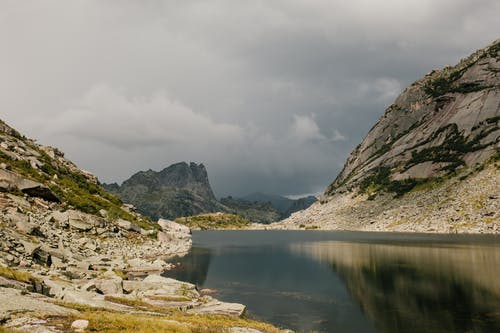 Picturesque vast lake surrounded with rocky mountains
