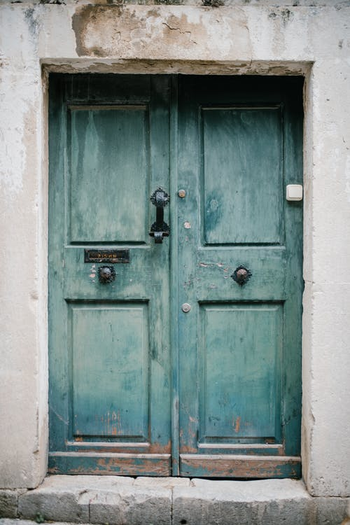 Pintu Biru Antik Gedung Tua