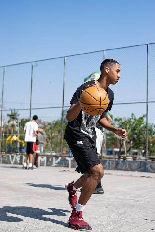 Kostnadsfri bild av action energi, barn, basketboll, boll