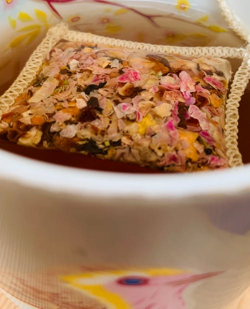 Foto stok gratis daun-daun teh, kantong teh, teh