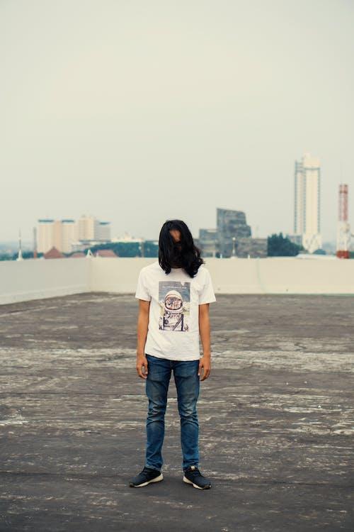Kostnadsfri bild av indonesisk, långt hår, stående