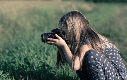 Δωρεάν στοκ φωτογραφιών με άνθρωπος, αντικείμενο, γήπεδο, γρασίδι
