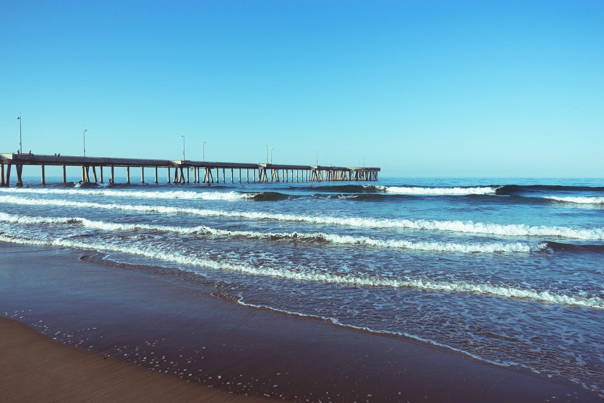 Gratis arkivbilde med brygge, bølger, landingsbrygge, sjø