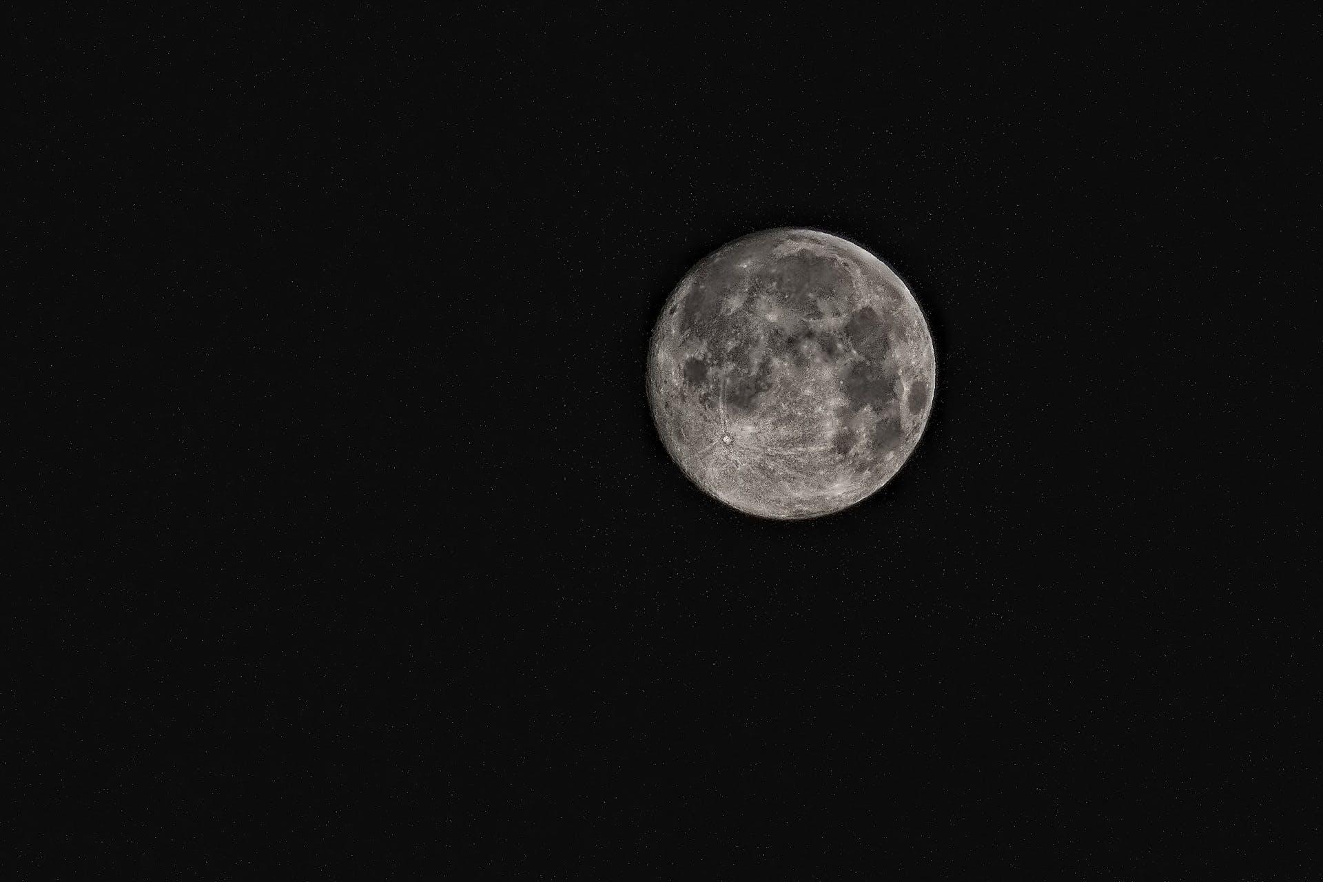 คลังภาพถ่ายฟรี ของ กลางคืน, ขาวดำ, จันทรา, ท้องฟ้า