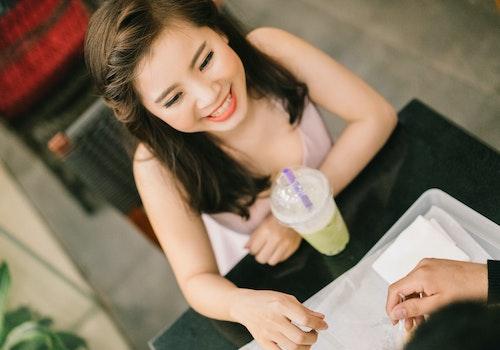 Free stock photo of drinks, Cô gái xinh đẹp, trang điểm, nói chuyện