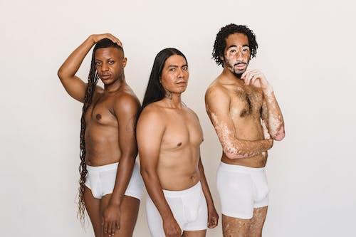 Weibliche Verschiedene Männer In Unterhosen Auf Weißem Hintergrund