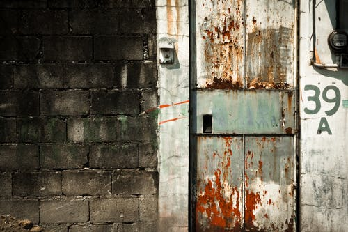คลังภาพถ่ายฟรี ของ กราฟฟิตี, ถูกทอดทิ้ง, ถูกปล่อยปละละเลย, ประตู