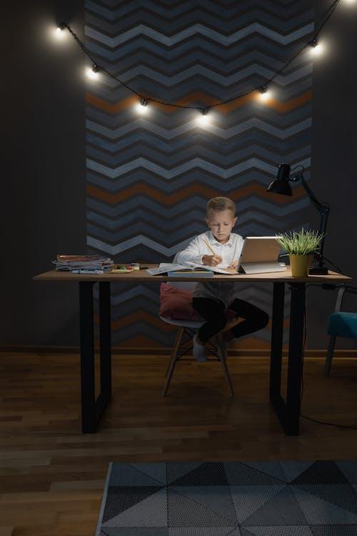 Ingyenes stockfotó aan lichtbak toevoegen, általános iskola, asztal témában