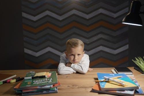 Ingyenes stockfotó általános iskola, aranyos, asztal témában