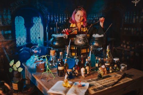 Foto profissional grátis de adulto, artesão, chama, cidade