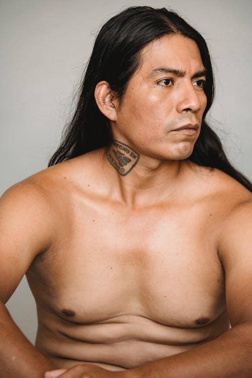 Naakte Indiaanse Man Met Lang Donker Haar