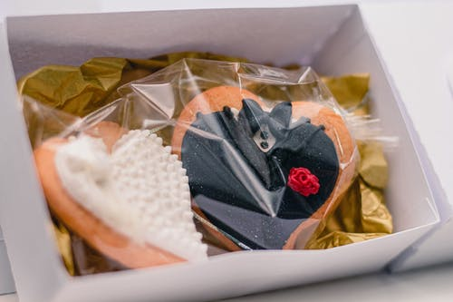 Yummy wedding cookies wrapped in transparent bag