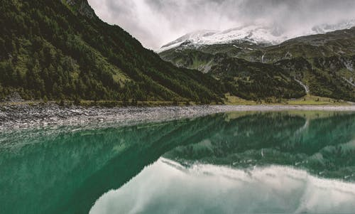 Green Mountains and Lake