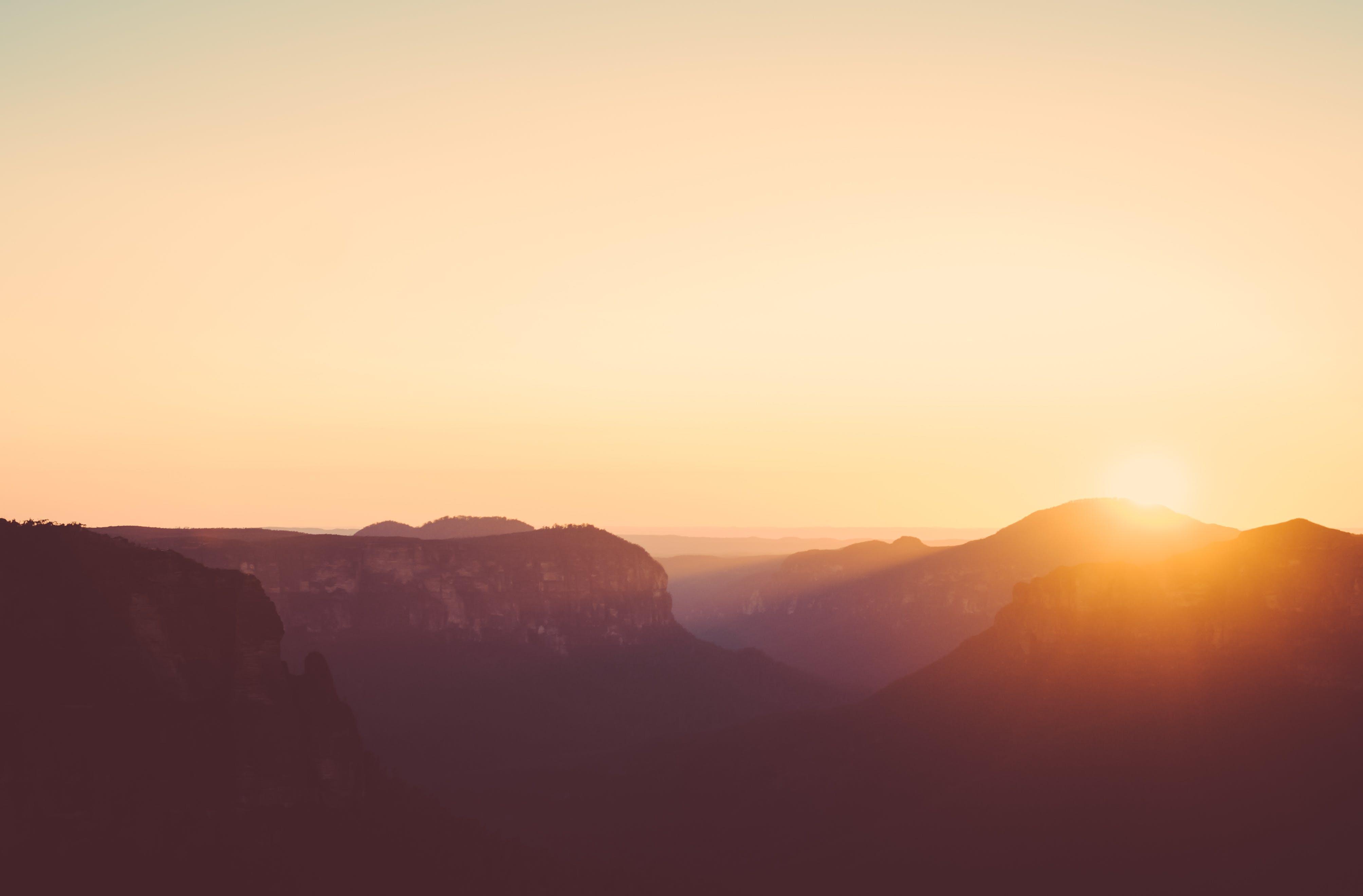 Kostenloses Stock Foto zu berge, dämmerung, gelb, landschaft