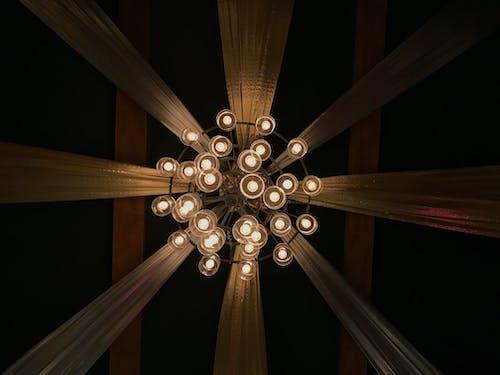 Foto profissional grátis de escuro, lâmpada de teto, luzes do teto, romântico