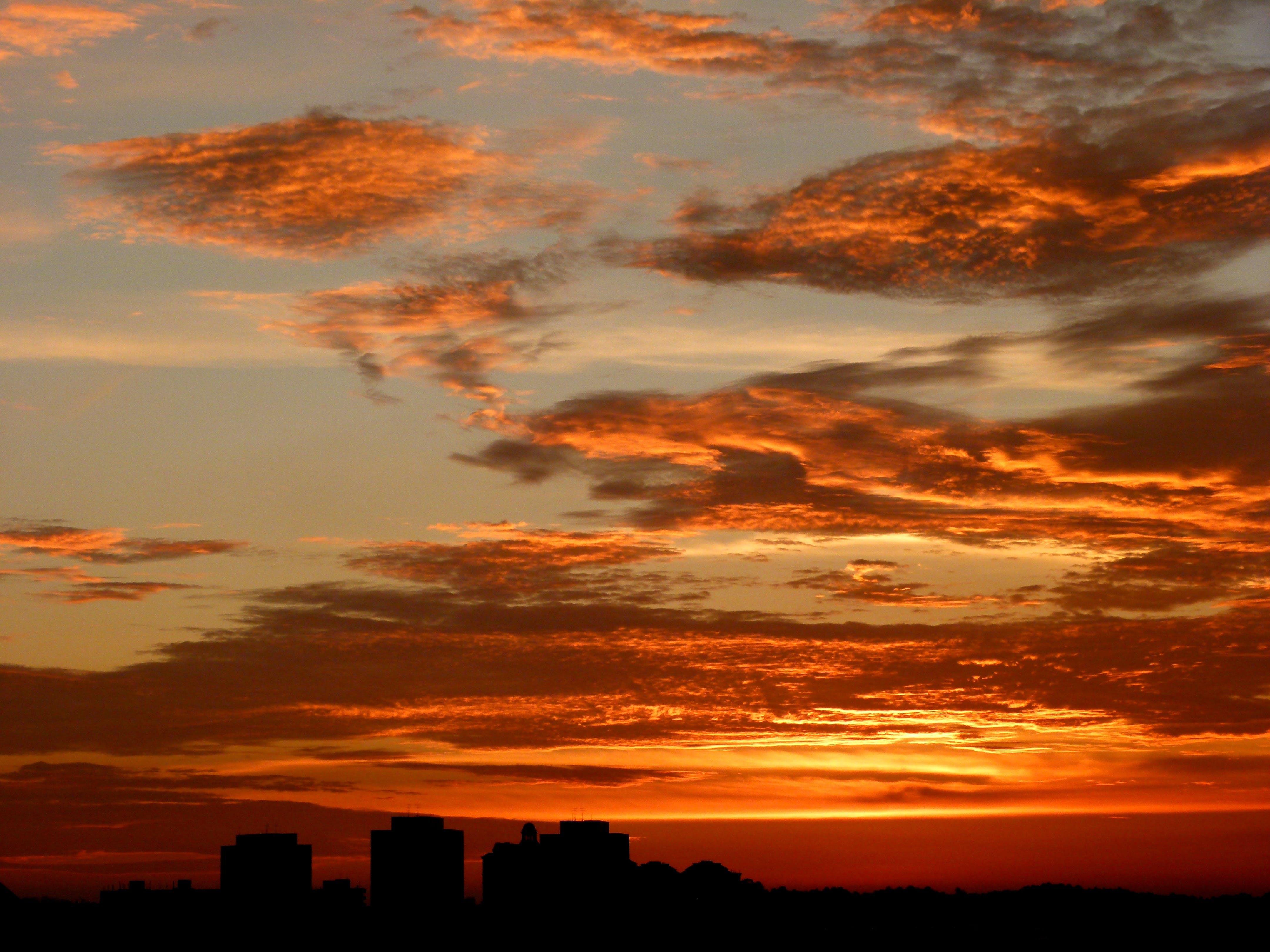 Kostenloses Stock Foto zu dämmerung, gebäude, himmel, silhouette