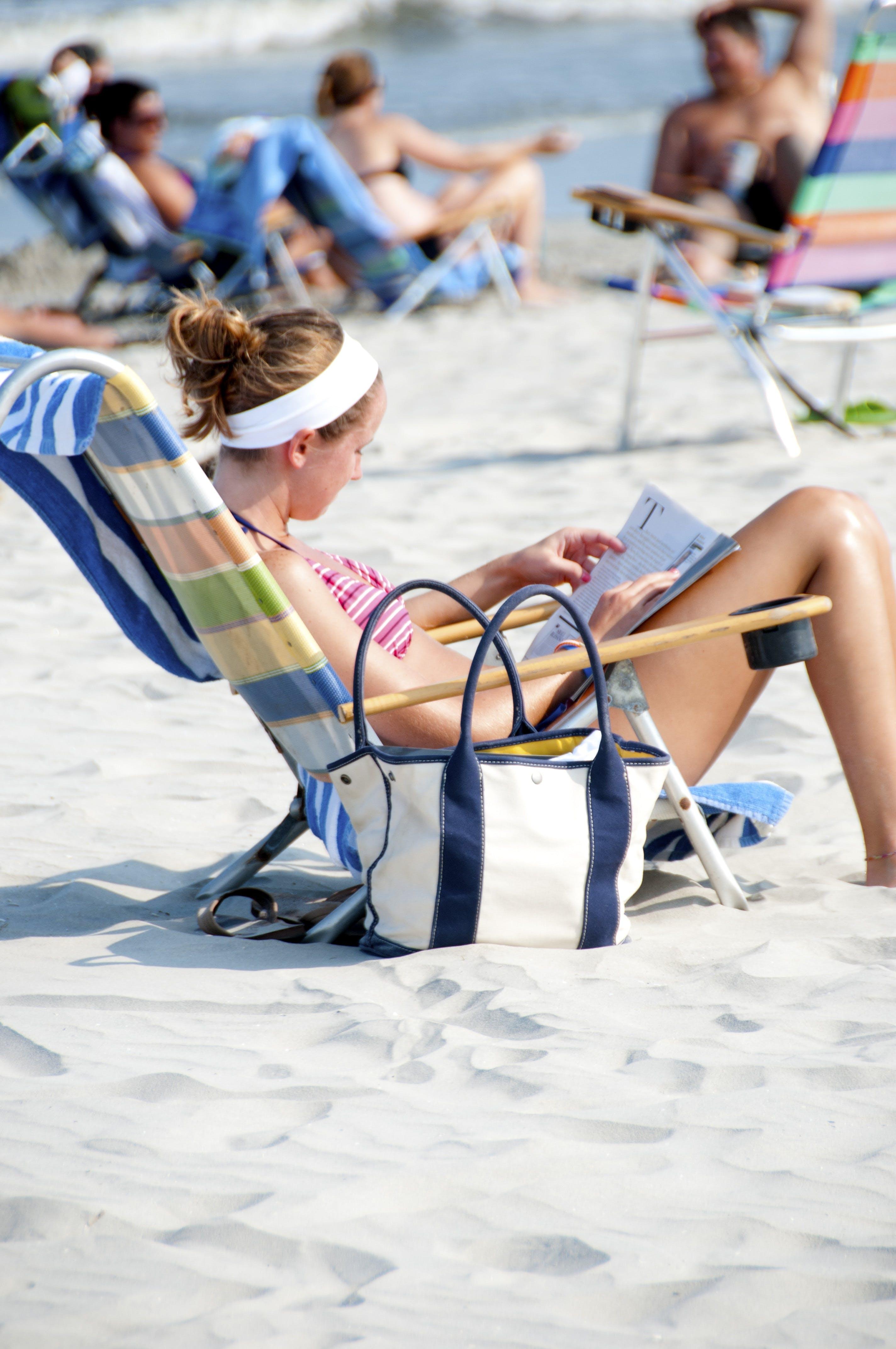 Δωρεάν στοκ φωτογραφιών με άμμος, ανάγνωση, αναπαύομαι, αργία