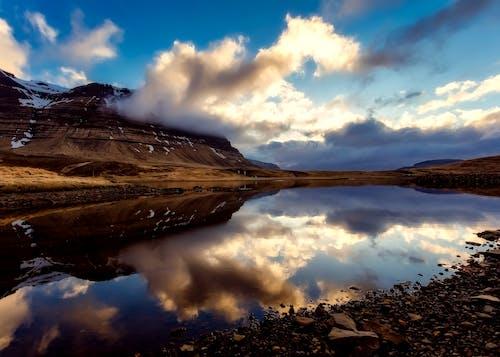 Бесплатное стоковое фото с вечер, вода, гора, горизонт
