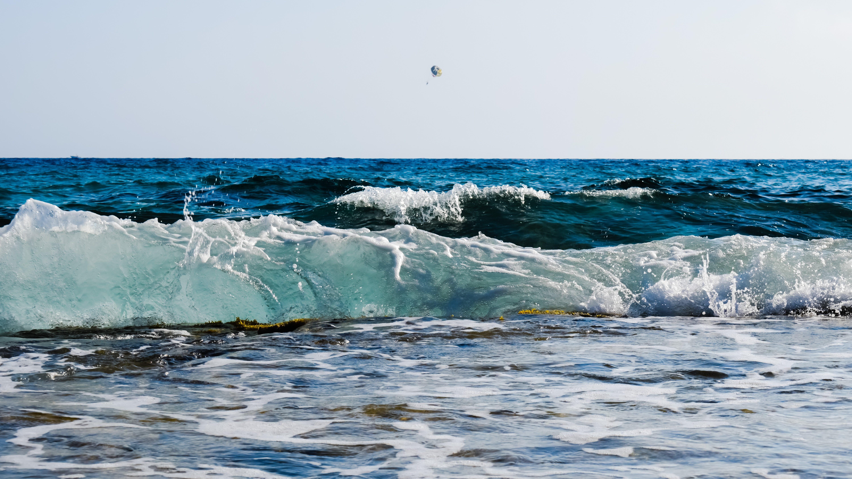 Foto profissional grátis de água, beira-mar, cênico, céu