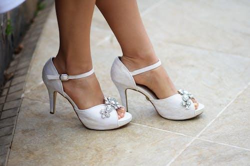 Darmowe zdjęcie z galerii z balet, białe buty, boso, bosy