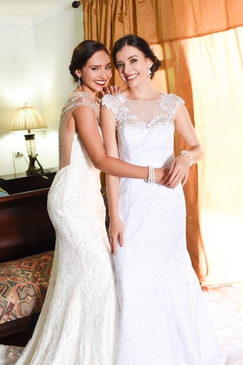 Darmowe zdjęcie z galerii z dzień ślubu, narzeczonych, przyjaciele, ślub