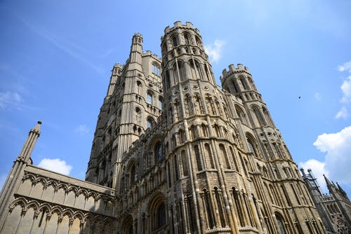 Foto profissional grátis de arquitetura, capela, céu, construção