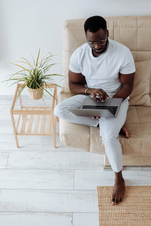Kostenloses Stock Foto zu afrikanisch, afrikanischer mann, arbeit, büro